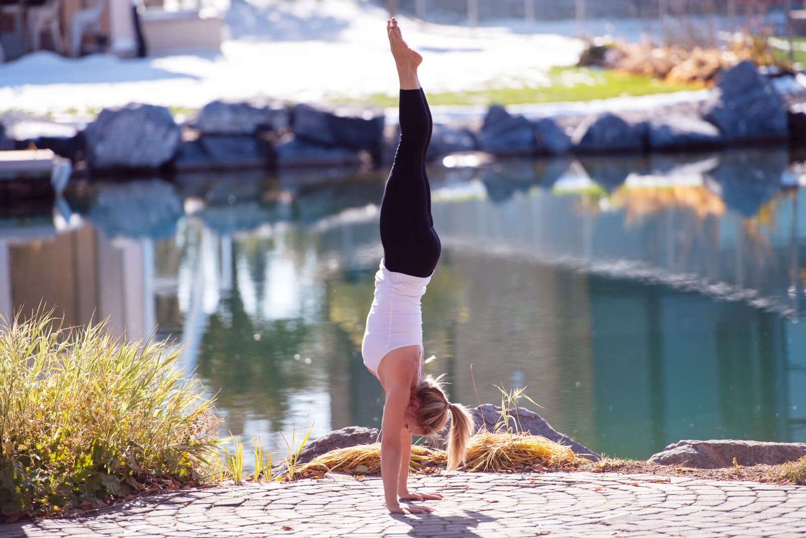 Kelly Newman Handstand 2